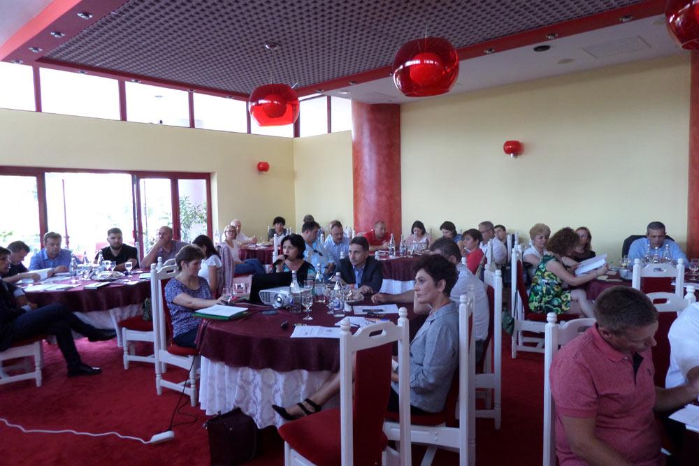 Perspective de dezvoltare în domeniul investiţiilor, turismului şi forţei de muncă în judeţul Alba pentru perioada 2018 – 2023, dezbătute la Alba Iulia